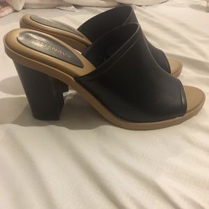 Size 6 old navy clogs